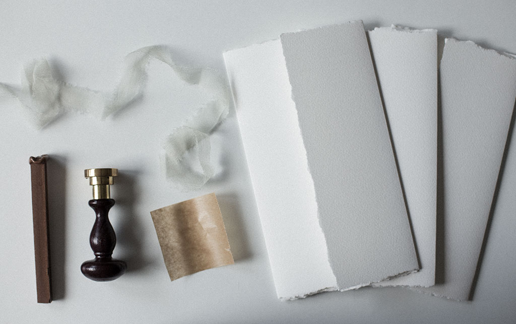 Weddinginvitation with a floating wax seal