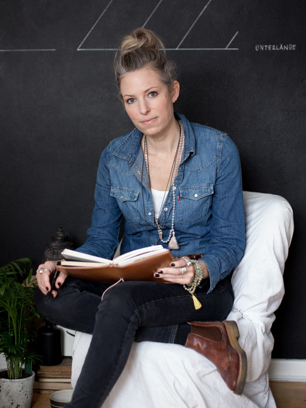 portrait of illustrator and brand stylist Nicole Sprekelmann